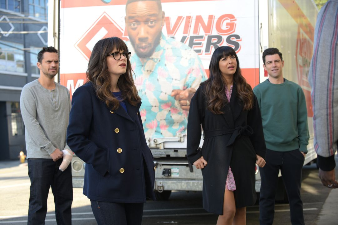 Der Auszug aus dem Loft ist für Nick (Jake Johnson, l.) und Jess (Zooey Deschanel, 2.v.l.) ganz besonders schwer. Können Cece (Hannah Simone, 2.v.r.... - Bildquelle: 2018 Fox and its related entities.  All rights reserved.