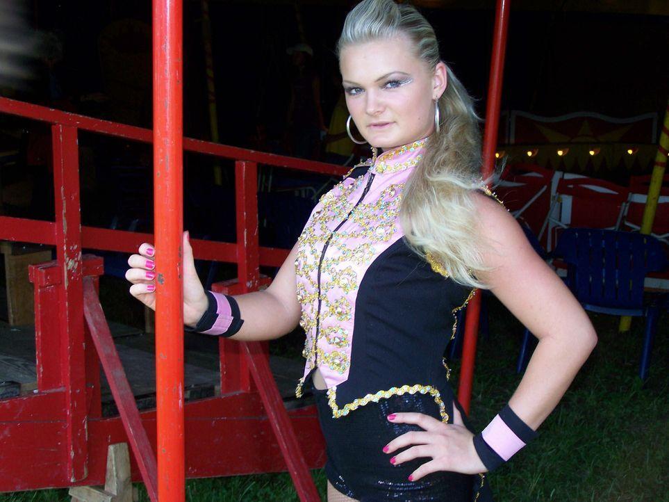 Immer am Existenzminimum kämpft sich Zirkusfamilie Zinnecker von Stadt zu Stadt. Die 17-jährige Tochter Darline hat Bescheidenheit gelernt, denn d... - Bildquelle: ProSieben