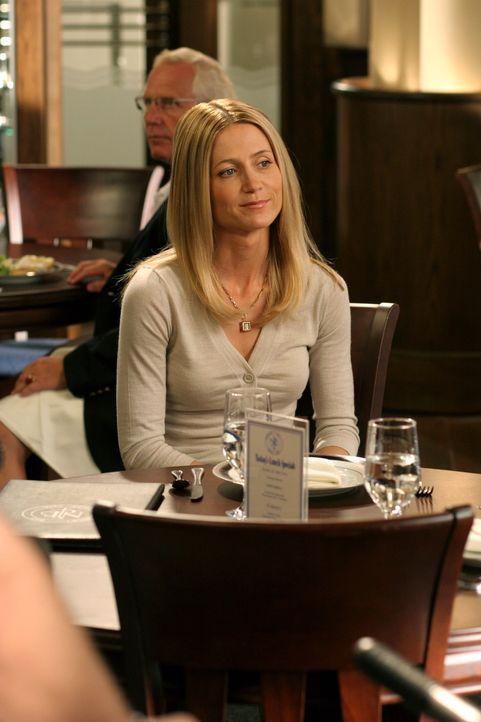 Kirsten (Kelly Rowan) kann nach ihrem Entzug erfolgreich aus der REHA-Klinik entlassen werden, doch sie entschließt sich, statt nach Hause zu fahre... - Bildquelle: Warner Bros. Television