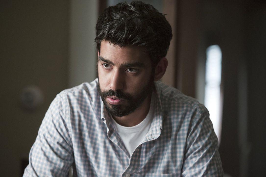 Bevor Major auf die Idee kommen könnte, mit seiner neuen Liebe zusammenzuziehen, möchte Liv, dass Ravi (Rahul Kohli) bei ihm einzieht. Ravi ist alle... - Bildquelle: Warner Brothers