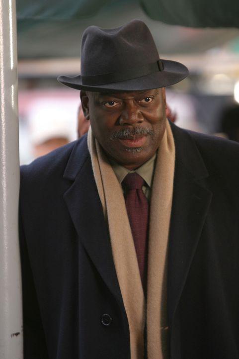 Langsam aber sicher wird Det. Will Jeffries (Thom Barry) klar, dass der Täter nur aus den eigenen Reihen stammen kann ... - Bildquelle: Warner Bros. Television