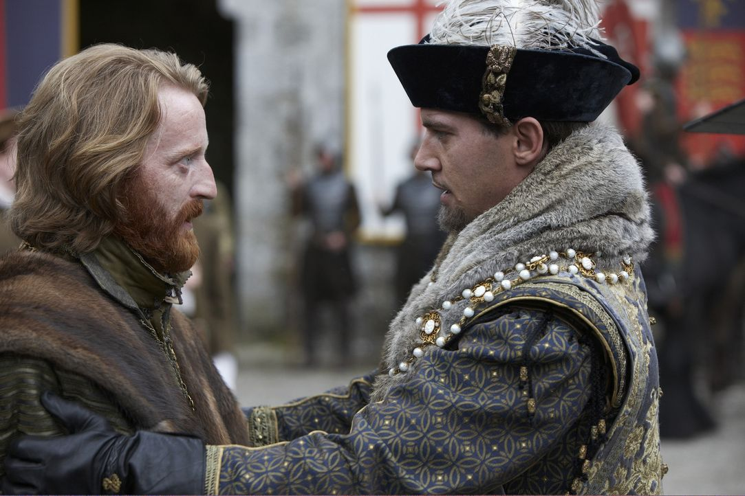 Der König (Jonathan Rhys Meyers, r.) reist mit seinem Gefolge in den Norden Englands, um sich mit den Bauern, die gegen ihn rebelliert hatten, ausz... - Bildquelle: 2010 TM Productions Limited/PA Tudors Inc. An Ireland-Canada Co-Production. All Rights Reserved.