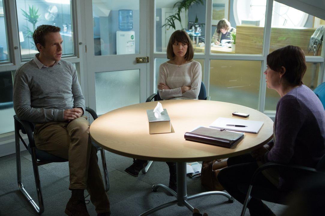 Da kann Nat (Rose Byrne, M.) und Josh (Rafe Spall, l.) auch keine Paartherapeutin (Olivia Colman, r.) mehr helfen - vor allem, wenn diese noch nicht... - Bildquelle: Studiocanal GmbH