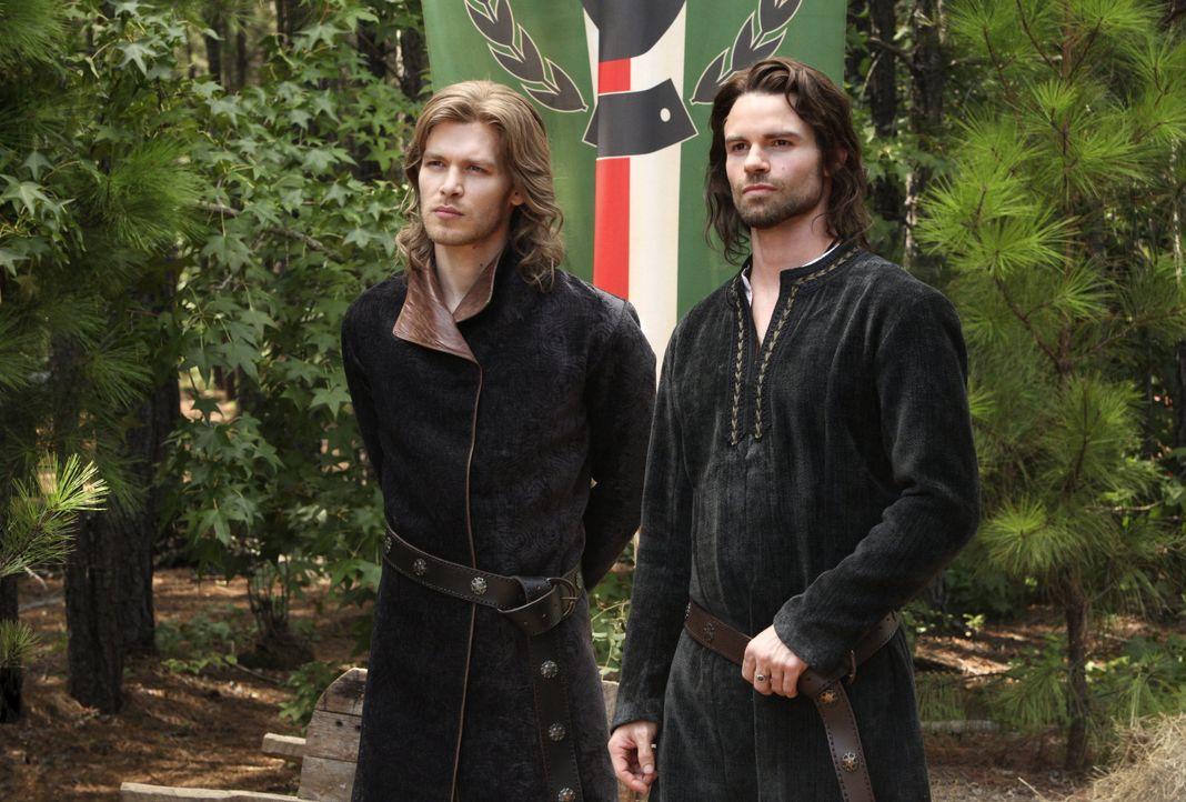 Klaus und Elijah - Bildquelle: © Warner Bros. Entertainment Inc.