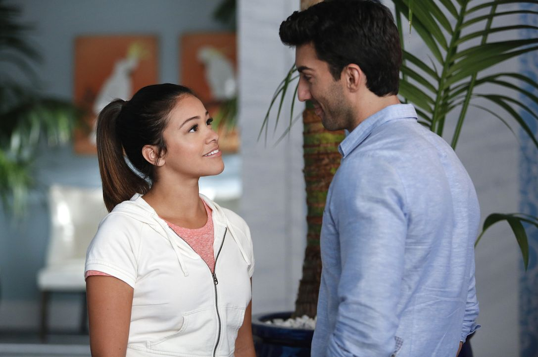 Wie geht es mit Rafael (Justin Baldoni, r.) und Jane (Gina Rodriguez, l.) weiter? - Bildquelle: 2014 The CW Network, LLC. All rights reserved.