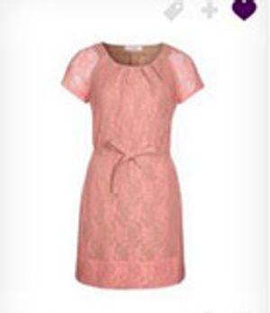 Total süß ist Zoes rosa Kleid! Zum ersten Date die perfekte Wahl!