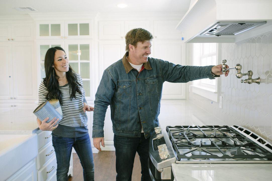 Alles was Chip (r.) und Joannas (l.) Kunden tun müssen, ist ihre Wünsche zu äußern und ein Haus auszusuchen. Den Rest erledigen die Profis - werden... - Bildquelle: Jennifer Boomer 2016, HGTV/Scripps Networks, LLC. All Rights Reserved.
