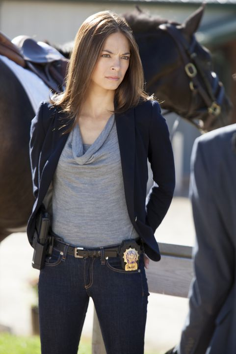 Ihre Ermittlungen führen Cat (Kristin Kreuk) zu einem Polo-Kurs für benachteiligte Jugendliche. Einer der Teenager wurde mit Knochenfrakturen ins Kr... - Bildquelle: 2012 The CW Network, LLC. All rights reserved.