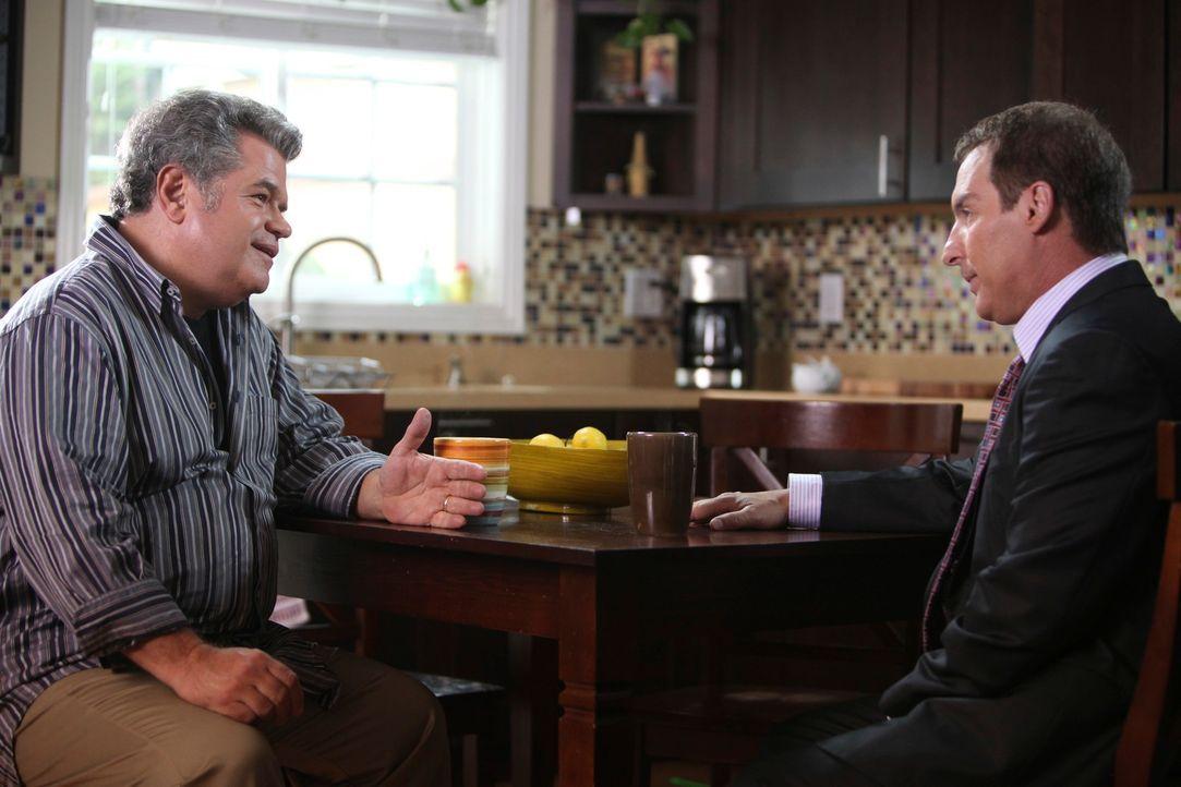 Rachel und Nick (Michael Badalucco, l.) haben das Problem, dass Rachel hin und wieder von Wutattacken heimgesucht wird. Sheldon (Brian Benben, r.) v... - Bildquelle: ABC Studios