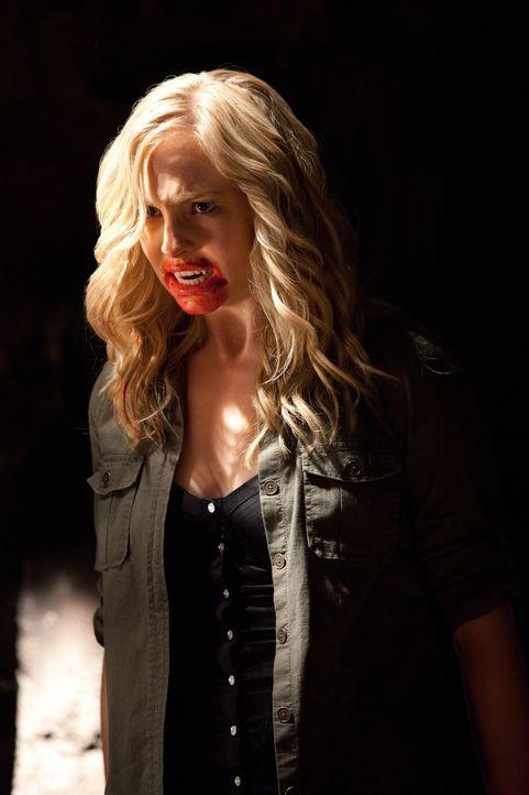 Schockt ihre Mutter Sheriff Liz Forbes, die sich der Vampirjagd gewidmet hat, indem sie ihre neue Identität als Vampir preisgibt:  Caroline Forbes (... - Bildquelle: Warner Brothers