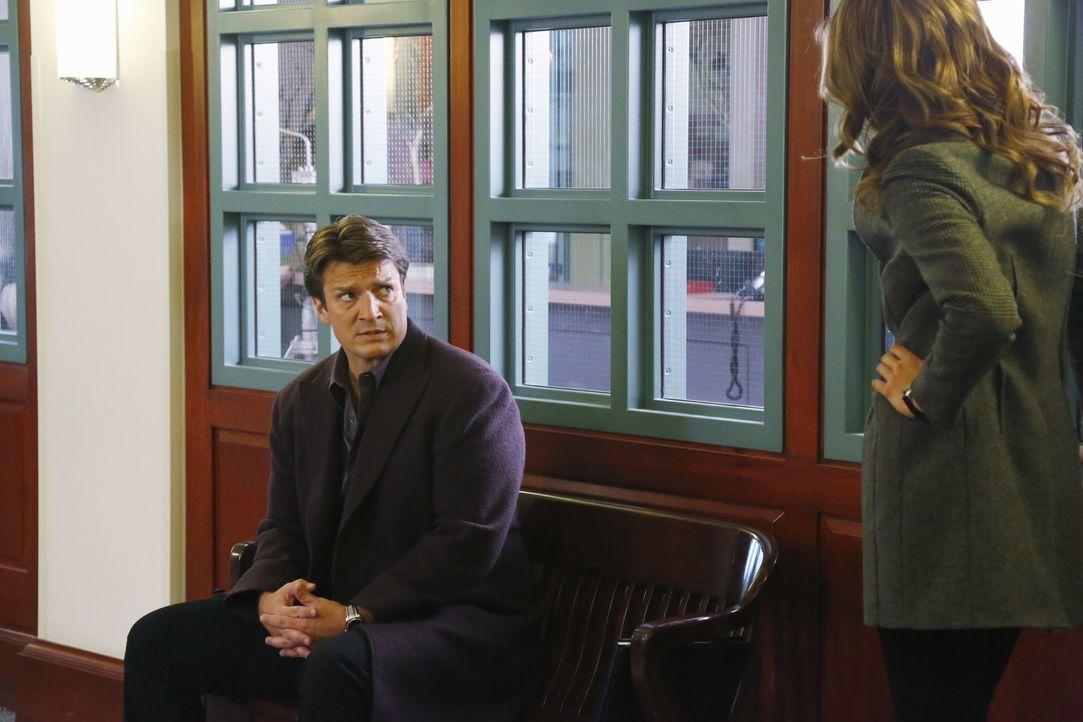 Ein neuer Mordfall führt Beckett (Stana Katic, r.) und Castle (Nathan Fillion, l.) an Castles alte Schule ... - Bildquelle: 2013 American Broadcasting Companies, Inc. All rights reserved.