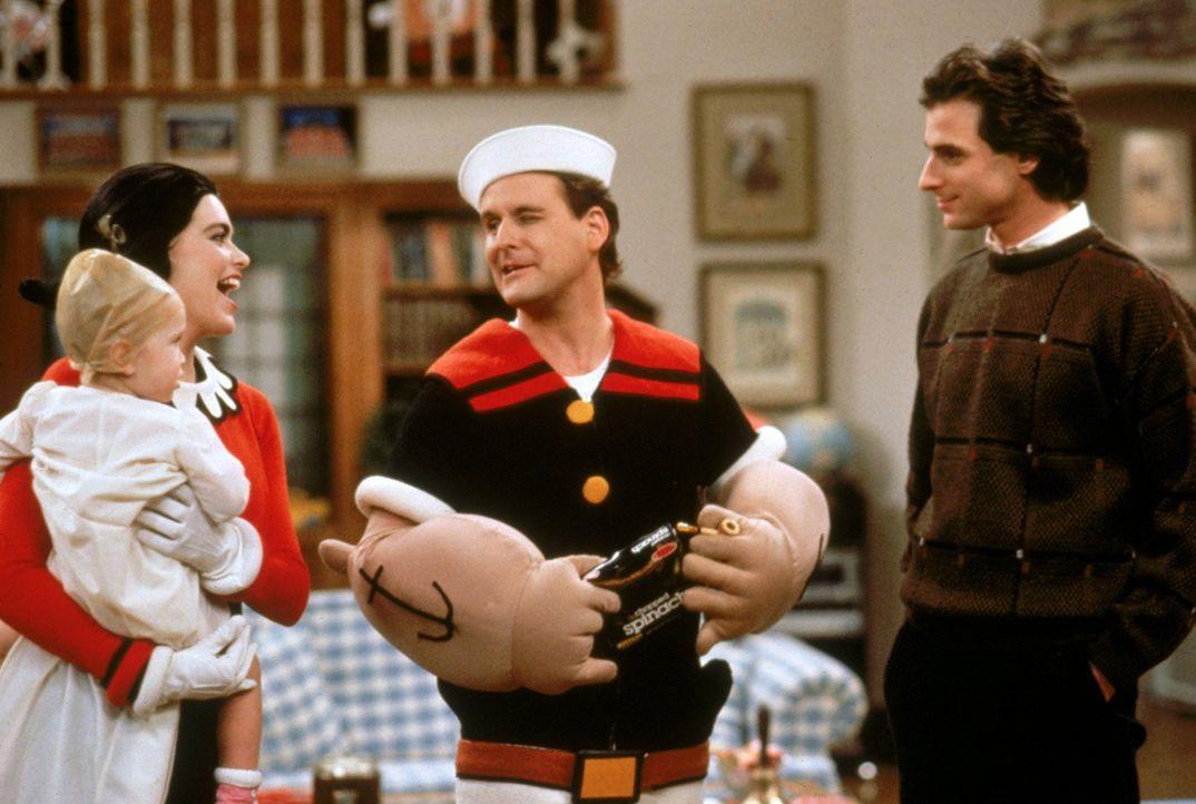 Am Valentinstag spielen alle verrückt: Danny (Bob Saget, r.), Joey (Dave Coulier, 2.v.r.), Rebecca (Lori Loughlin, 2.v.l.) und Michelle (Mary.Kate/A... - Bildquelle: Warner Brothers Inc.