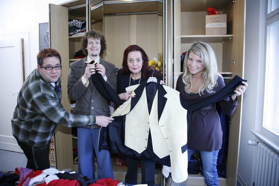Werden die Kandidaten (v.l.n.r.: Michael, Richard, Martina und Vanessa) im Schrank des Anzugträgers passende Kleidungsstücke zum Kombinieren mit den... - Bildquelle: Sat.1