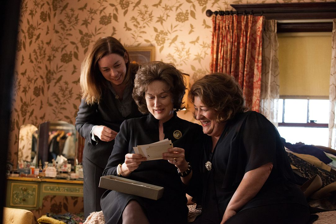 Schwelgen in Erinnerung an den kürzlich verstorbenen Beverly: Ivy (Julianne Nicholson, l.), Violet (Meryl Streep, M.) und Mattie Fae (Margo Martinda... - Bildquelle: Claire Folger TOBIS FILM