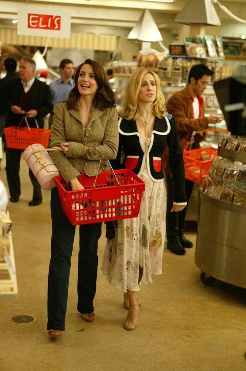 Die Vorbereitungen für das erste richtige Date nehmen Charlotte (Kristin Davis, l.) und Carrie (Sarah Jessica Parker, r.) mächtig in Anspruch ... - Bildquelle: Paramount Pictures
