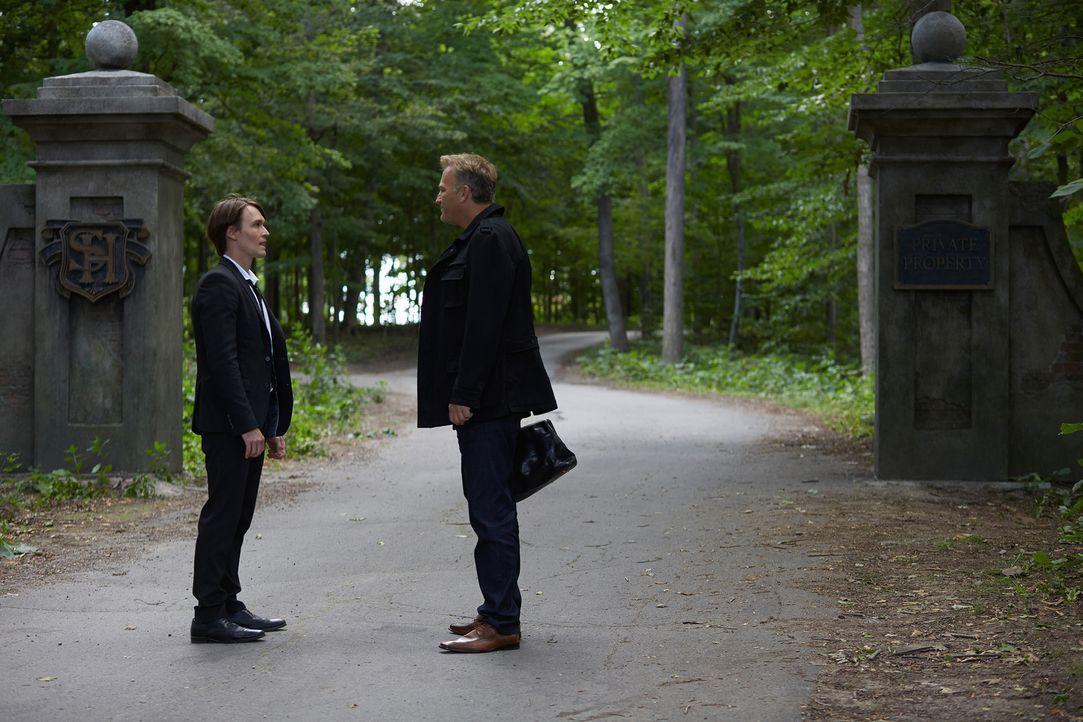 Nur ein Alpha kann Santos (Michael Luckett, l.) das zeigen, was James William (James McGowan, r.) ihm zeigt ... - Bildquelle: 2014 She-Wolf Season 1 Productions Inc.