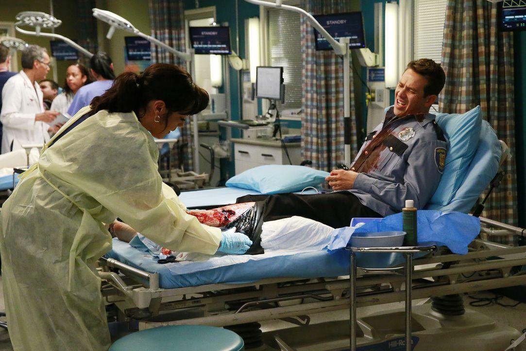 Derek kehrt aus D.C. zurück und muss sich klar darüber werden, was ihm wichtig ist, während Callie (Sara Ramirez, l.) sich in der Notaufnahme um Dan... - Bildquelle: ABC Studios
