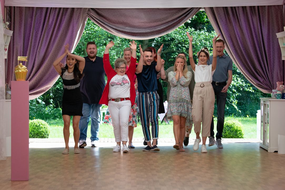 (v.l.n.r.) Cane; Julian; Claudia; Carolin; Ferhat; Tamara; Evelin; Steffen - Bildquelle: Claudius Pflug SAT.1