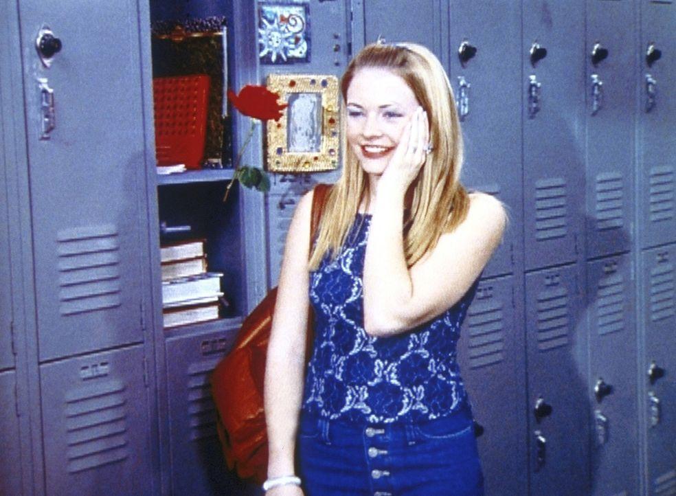 Sabrina (Melissa Joan Hart) hat ein Problem: Soll sie sich für Harvey entscheiden, den sie soeben geküsst hat, oder für Dashiell, den Rosenkavali... - Bildquelle: Paramount Pictures