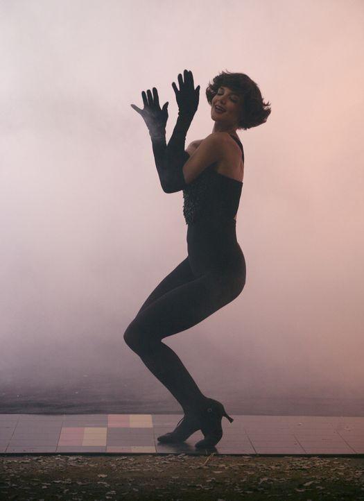In einer neuen Vision sieht Eli eine unglaublich sexy Tänzerin (Katie Holmes) - ein Aneurysma-Hauptgewinn ... - Bildquelle: Disney - ABC International Television