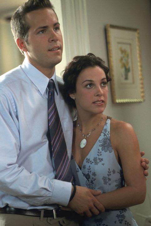 Mark (Ryan Reynolds, l.) möchte eigentlich nur ein ganz normales Leben führen und steht kurz vor der Hochzeit mit der bezaubernden Melissa (Lindsa... - Bildquelle: Warner Bros.