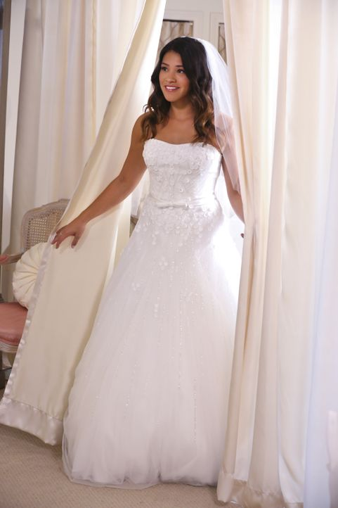 Hat Jane (Gina Rodriguez) ihr Brautkleid gefunden? - Bildquelle: 2014 The CW Network, LLC. All rights reserved.
