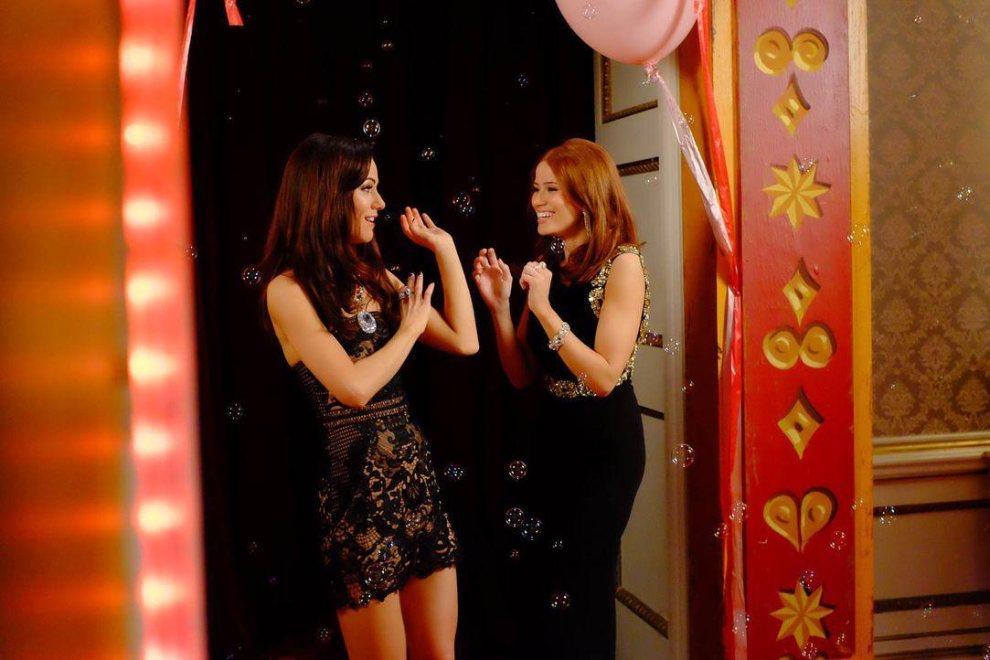 Auf ihrer Geburtstagsparty trifft Eleanor (Alexandra Park, l.) auf Imogen (Leanne Joyce, r.) wieder, die sie aus der Entzugsklinik kennt. Doch ihr f... - Bildquelle: 2015 E! Entertainment Media LLC/Lions Gate Television Inc.