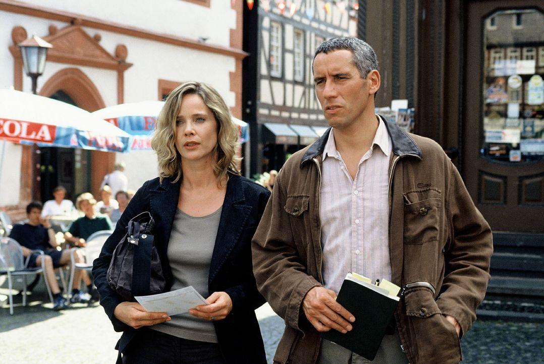 Fast wie in alten Zeiten ermitteln Michelle Eisner (Ann-Kathrin Kramer, l.) und Klaus Schwerdtfeger (Ralph Herforth, r.) gemeinsam in einem mysteri - Bildquelle: Sat.1