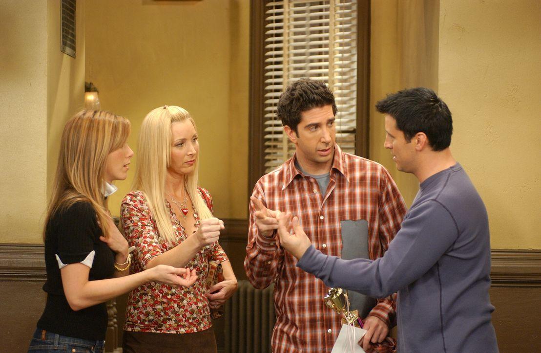 Rachel (Jennifer Aniston, l.), Phoebe (Lisa Kudrow, 2.v.l.), Ross (David Schwimmer, 2.v.r.) und Joey (Matt LeBlanc, r.) überlegen, wie sie das Zuspä... - Bildquelle: 2003 Warner Brothers International Television