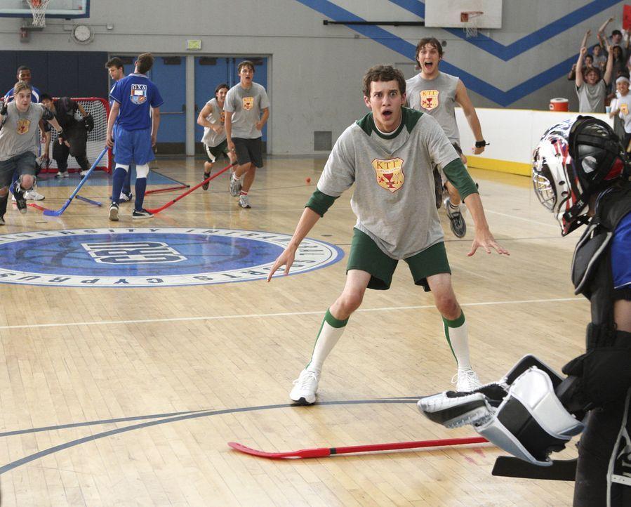 Unter den verschiedenen Bruderschaften findet ein Hockey-Turnier statt. Rusty (Jacob Zachar, vorne) und sein Team versuchen alles, um zu gewinnen ... - Bildquelle: 2007 ABC FAMILY. All rights reserved. NO ARCHIVING. NO RESALE.