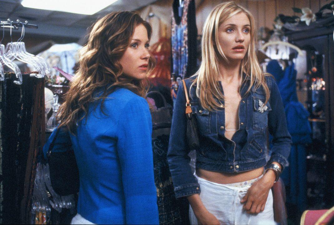 Auf abenteuerlicher Suche nach einem Traummann: Christina (Cameron Diaz, r.) und Courtney (Christina Applegate, l.) ... - Bildquelle: 2003 Sony Pictures Television International
