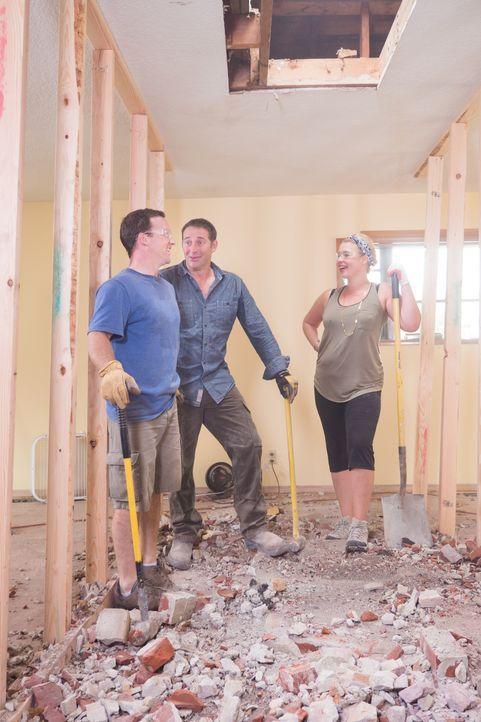 Josh Temple (r.) gibt jedem das Versprechen, das Haus, innerhalb von drei Tagen, komplett zur Zufriedenheit der Eigentümer zu verändern. Grant (l.)... - Bildquelle: Fritz Liedtke 2013, HGTV/ Scripps Networks, LLC. All Rights Reserved.