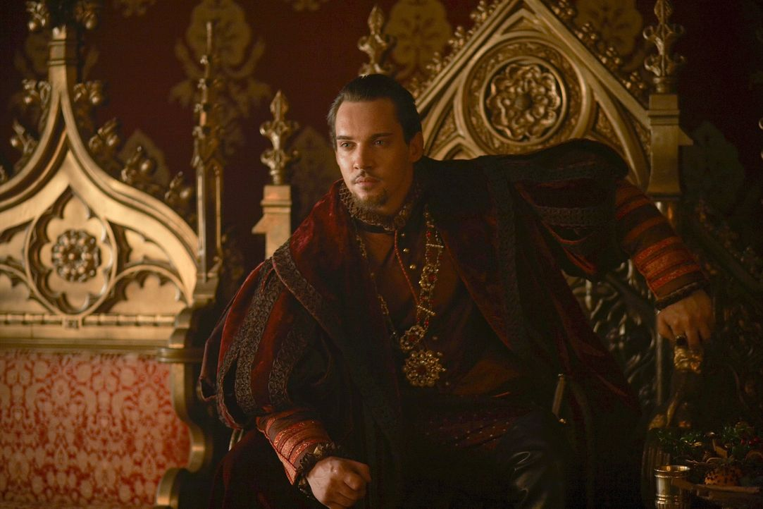 Ist stolz auf seine blutjunge Königin: König Henry VIII. (Jonathan Rhys Meyers) ... - Bildquelle: 2010 TM Productions Limited/PA Tudors Inc. An Ireland-Canada Co-Production. All Rights Reserved.
