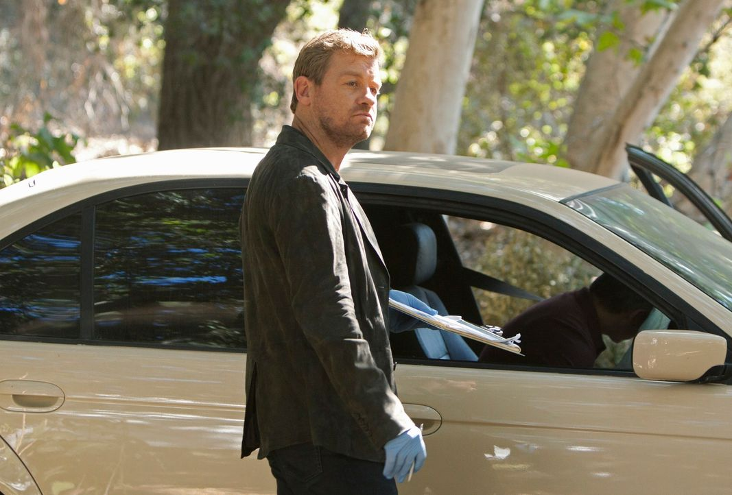 Bei den Ermittlungen stößt Peter Dunlop (Nicholas Bishop) auf einige Ungereimtheiten ... - Bildquelle: ABC Studios