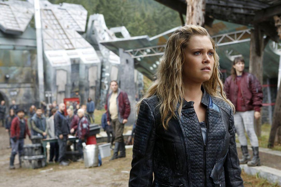 Nachdem Jasper und Monty auf Clarkes (Eliza Taylor) Liste gestoßen sind, gerät diese in Bedrängnis und das ausgerechnet zu einem Zeitpunkt, an dem e... - Bildquelle: 2016 Warner Brothers