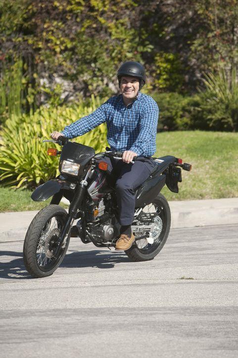 Ellie und Andy (Ian Gomez) haben einen großen Streit, da Andy ein Motorrad von Laurie gekauft hat ... - Bildquelle: 2009 ABC INC.