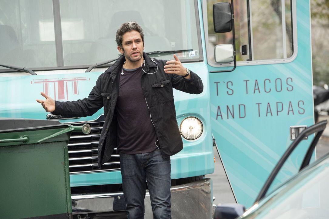 Hat Tony (Neal Bledsoe) etwas mit dem Fall zu tun, indem Laura und Billy gerade ermitteln? - Bildquelle: Warner Bros. Entertainment, Inc.