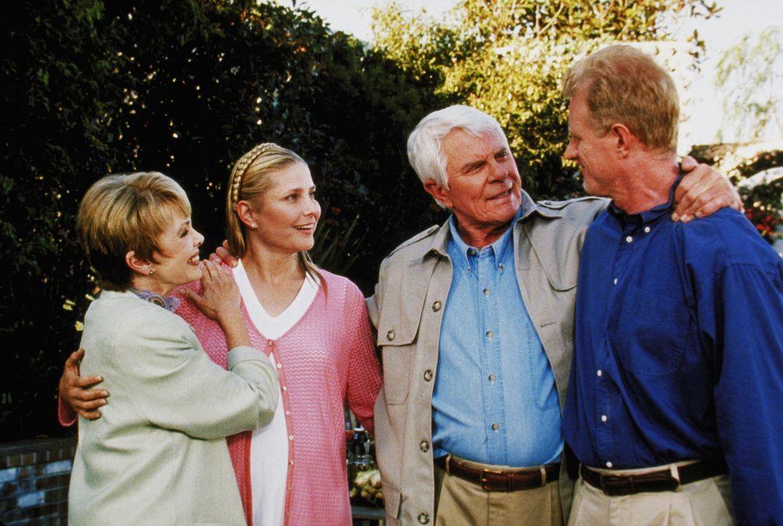 John Camden (Peter Graves, 2.v.r.) und seine Frau Ruth (Barbara Rush, l.) haben soeben erfahren, dass ihre Tochter Julie (Deborah Raffin, 2.v.l.) mi... - Bildquelle: The WB Television Network