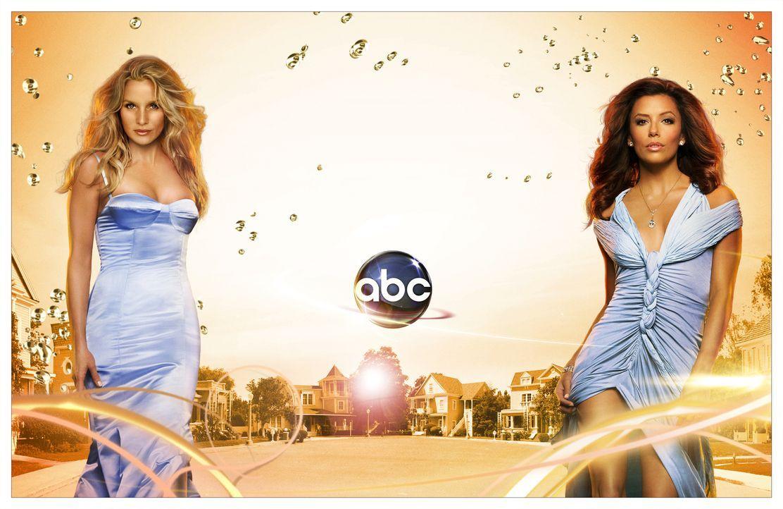 (4. Staffel) - Kämpfen um die Gunst von Carlos: Edie Britt (Nicollette Sheridan, l.) und Gabrielle Solis (Eva Longoria, r.) ... - Bildquelle: ABC Studios