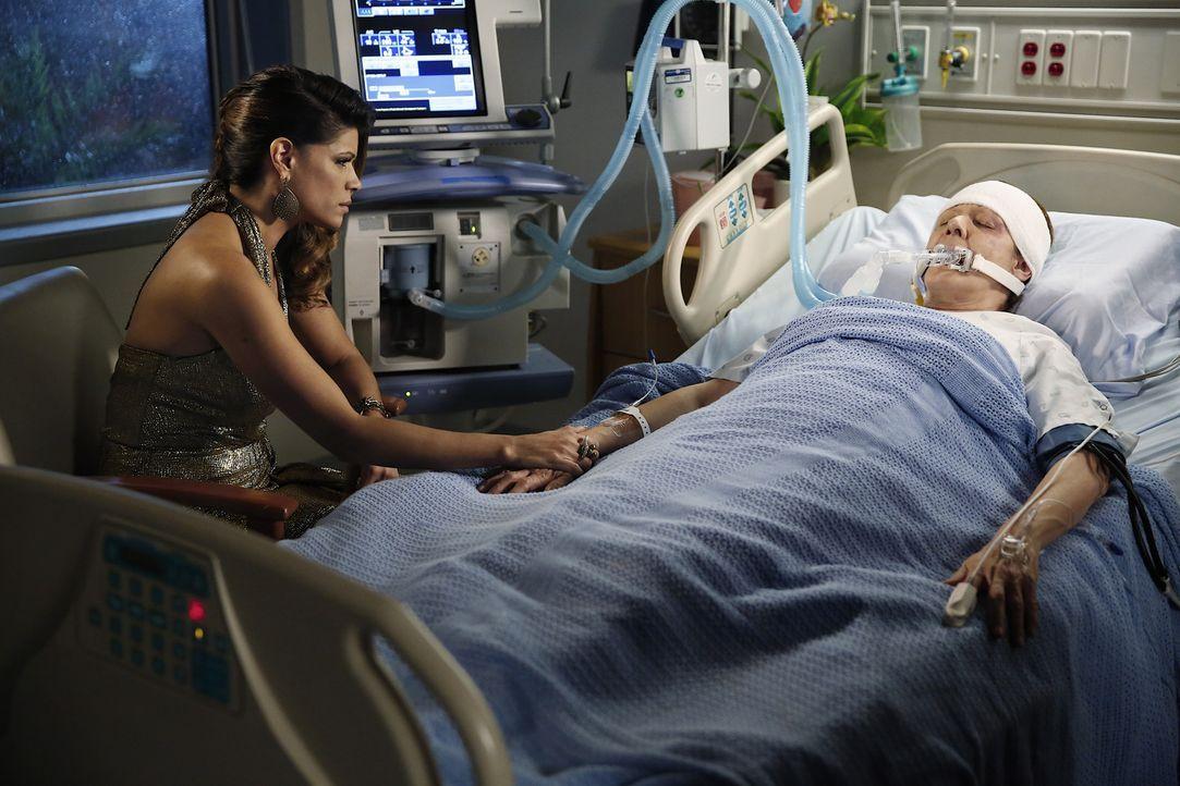 Wird Alba (Ivonne Coll, r.) jemals wieder die alte sein? Xo (Andrea Navedo, l.) macht sich große Sorgen deswegen ... - Bildquelle: 2014 The CW Network, LLC. All rights reserved.