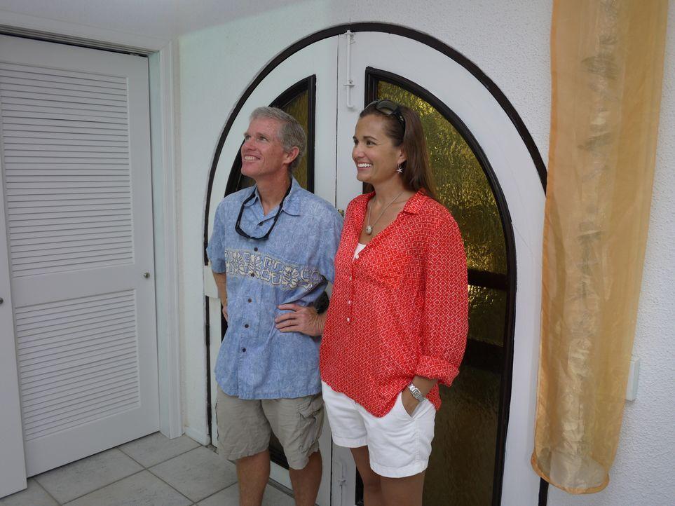 David (l.) und Tiffany (r.) haben sich auf St. Thomas verliebt und eine Familie gegründet, doch jetzt wollen sie endlich auch ein eigenes Haus kaufe... - Bildquelle: 2014, HGTV/Scripps Networks, LLC. All Rights Reserved.