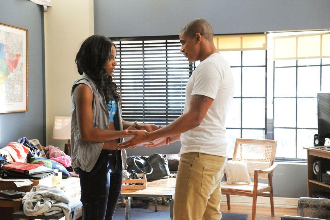 Wie lange kann die Beziehung von Ahsha (Taylour Paige, l.) und German (Jonathan 'Lil J' McDaniel, r.) die Strapazen noch aushalten? - Bildquelle: 2013 Starz Entertainment LLC, All rights reserved