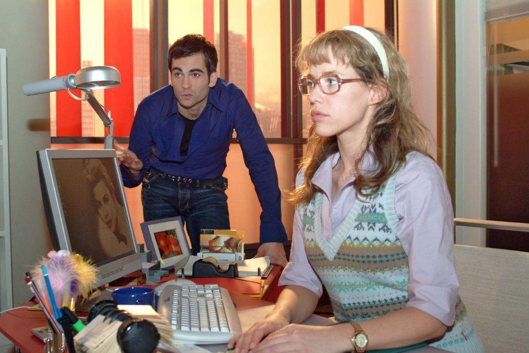 David (Mathis Künzler, l.) lädt Lisa (Alexandra Neldel, r.) zu einem gemeinsamen Ausflug ein. Doch Lisa weist ihn zunächst ab ... (Dieses Foto von A... - Bildquelle: Monika Schürle SAT.1 / Monika Schürle