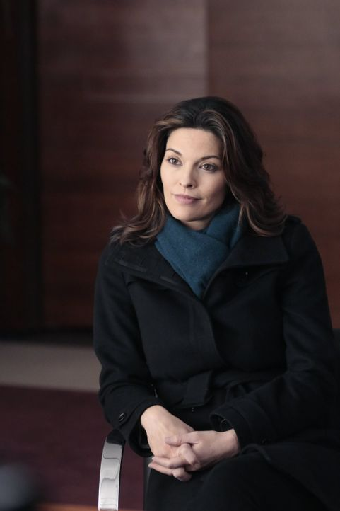 Untersucht, wie dder talentierte Investmentbanker ermordet wurde, als sie von unerwarteter Stelle Einmischungen spürt: Jo (Alana De La Garza) ... - Bildquelle: Warner Brothers