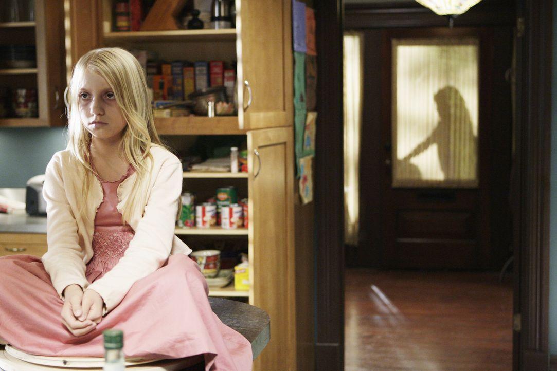 Julia (Madison Leisle) ist an Leukämie gestorben, findet aber keinen Seelenfrieden ... - Bildquelle: ABC Studios