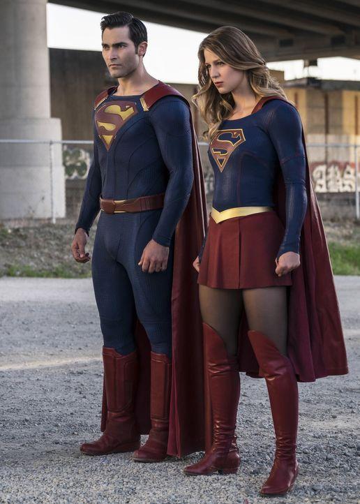 Im Kampf gegen das Böse: Kara alias Supergirl (Melissa Benoist, r.) und Clark alias Superman (Tyler Hoechlin, l.) ... - Bildquelle: 2016 Warner Bros. Entertainment, Inc.