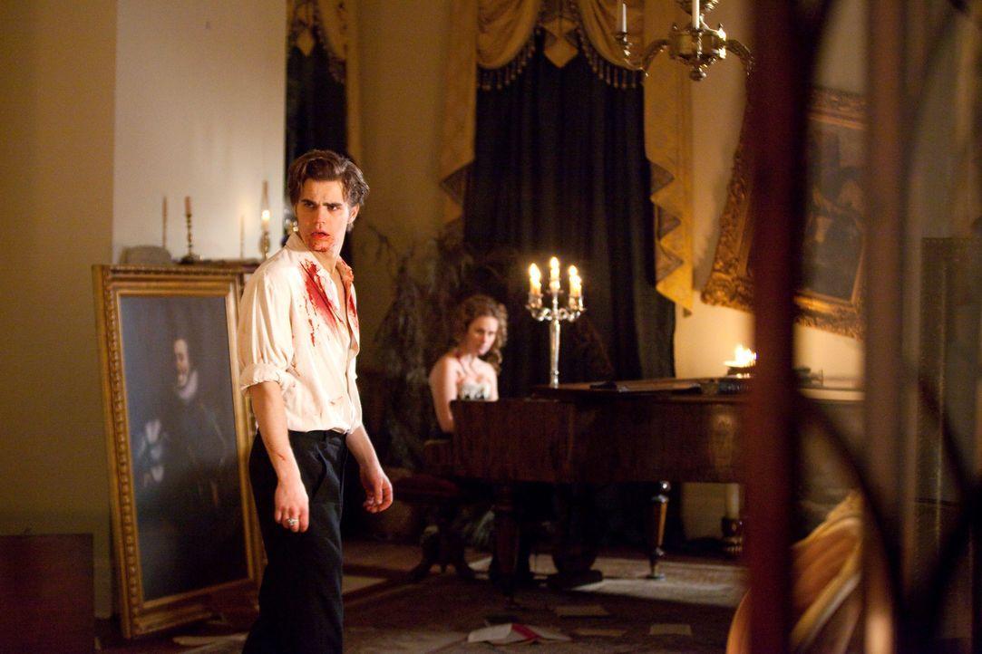 Ende der Feier: Stefan (Paul Wesley) gefällt es gar nicht, dass sein großer Bruder Damon seine Gespielinnen fort schickt... - Bildquelle: Warner Brothers