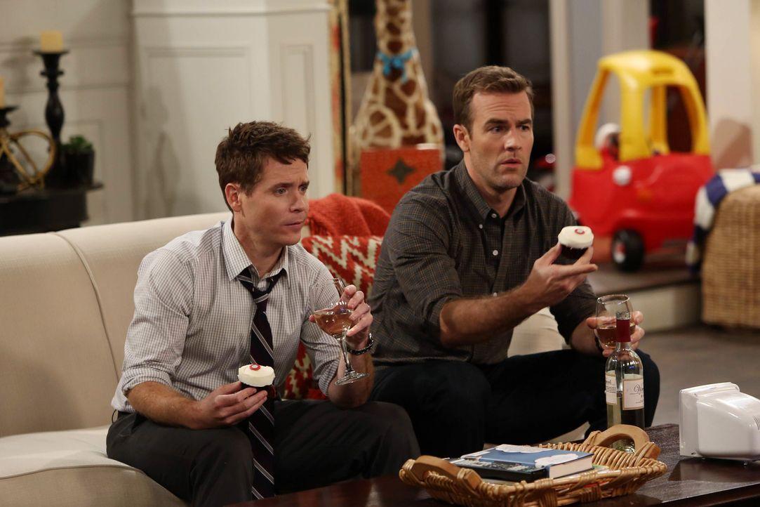 Bobby (Kevin Connolly, l.) und Will (James Van Der Beek, r.) haben ihre ganz eigenen Vorstellungen von einem perfekten Männerabend ... - Bildquelle: 2013 CBS Broadcasting, Inc. All Rights Reserved.