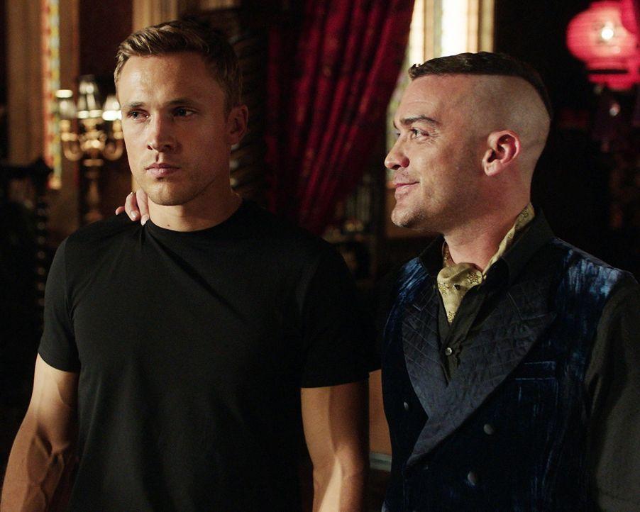 Wie wird Cyrus (Jake Maskall, r.) reagieren, wenn ihn Liam (William Moseley, l.) in ein Geheimnis über Robert einweiht, das dessen Regentschaft been... - Bildquelle: 2018 Lions Gate Entertainment Inc. All Rights Reserved.