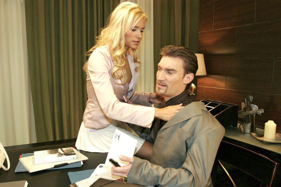 Sabrina (Nina-Friederike Gnädig, l.) ist verletzt, als Richard (Karim Köster, r.) sie harsch von sich weist. - Bildquelle: Noreen Flynn SAT.1 / Noreen Flynn